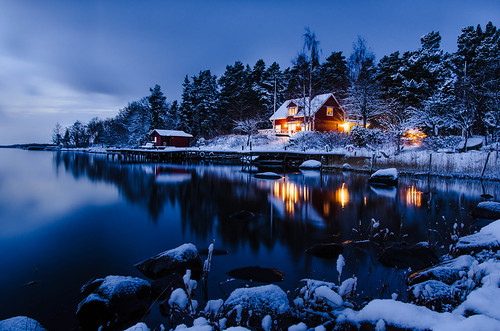 ocean christmas longexposure winter decorations sunset sea house snow seascape water night reflections landscape bay vinter nikon sweden stones norden skandinavien sverige bluehour jul scandinavia hus archipelago 2012 skärgården roslagen udde singö reflektioner blåtimmen julbelysning långexponering d7000 singöfjärden pwwinter
