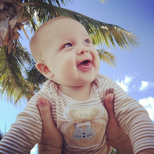 William loves being flown around by Daddy @explorerziem - enjoying quality time on a beautiful day in Palm Beach!