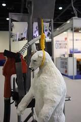 在COP18展出的「Animal Delegates」,黃瑞芳作品,謝雯凱攝。