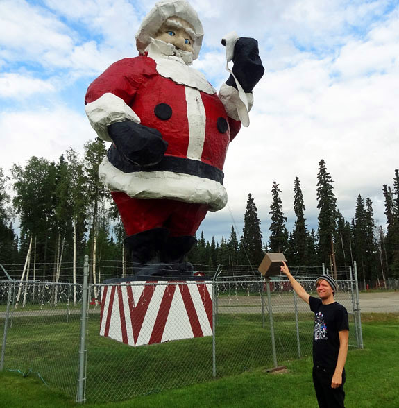 giant-santa-statue-north-po