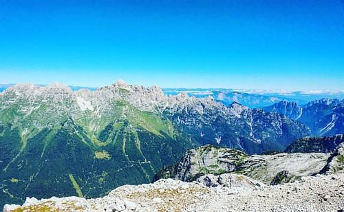 20160825 Catena del Montasio e il Jof Fuart. #loves_friuliveneziagiulia #montagna #mountains #montagne #ig_friuli_vg #igers_friuliveneziagiulia #ig_friuliveneziagiulia #friuliveneziagiulia #openair #alpinismo #sentiero #landscape #panorama #gray #outdoor
