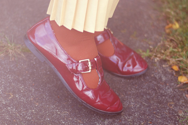 Wardrobeblock : Burgundy Topshop shoes brown tights yellow pleated midi skirt