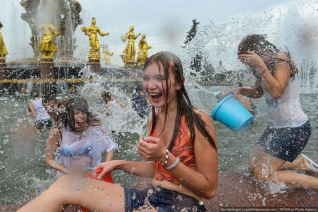 Wet girls water battle moscow