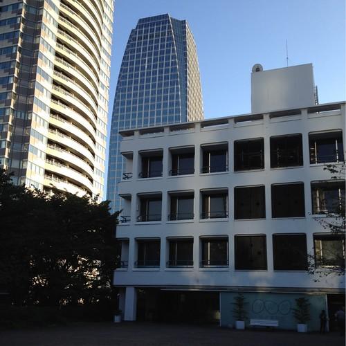 高層ビルに囲まれたNHK放送博物館 by haruhiko_iyota