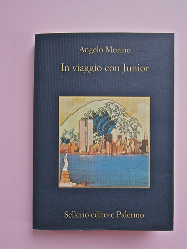 Angelo Morino, In viaggio con Junior. Sellerio 2002. [resp. grafica non indicata], alla cop.: Great Wave, di Michael Langenstein. Copertina (part.), 1