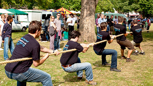 Tug-o-war · The fun of the game is recreated by the close-to-distance balance - Use your feet to get the right position.