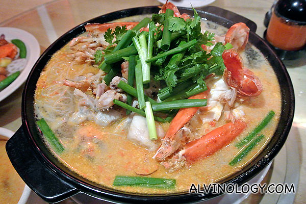 Claypot Frog & Jumbo Prawn Bee Hoon with Wine