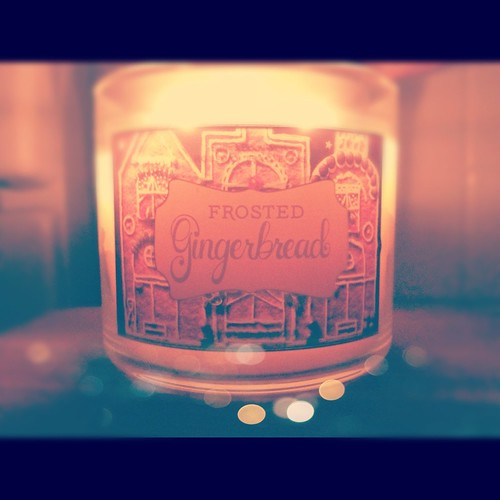 Frosted Gingerbread Candle