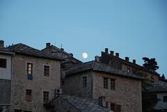 Mond über Mostar