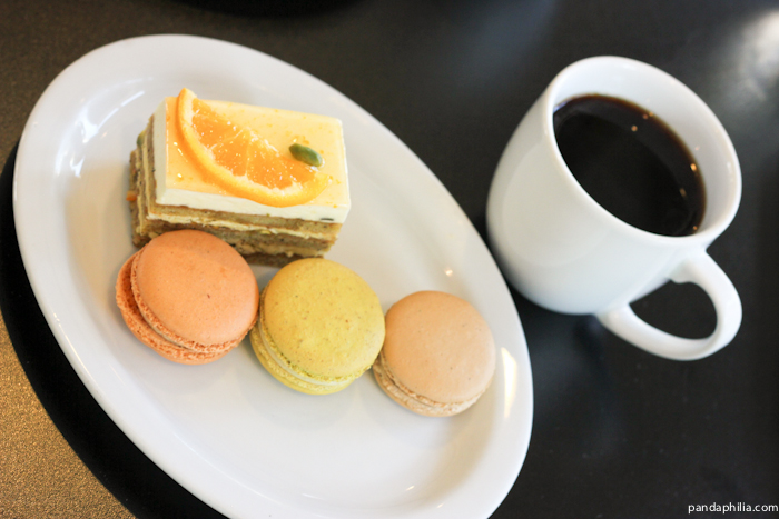 macarons and cafe