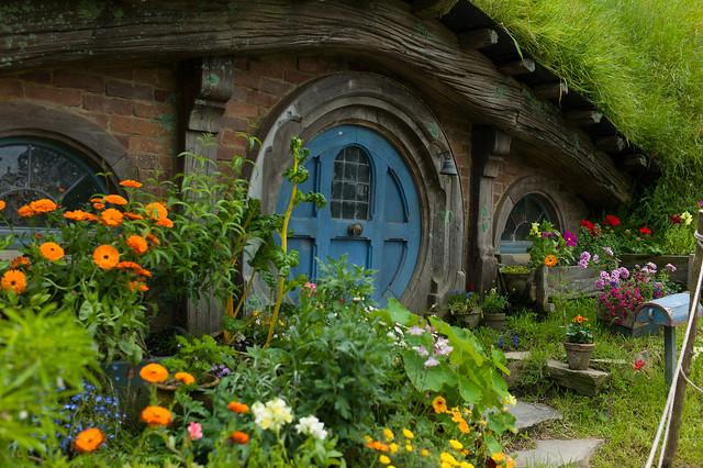 หน้าบ้านสวย ๆ แต่งด้วยสวนดอกไม้