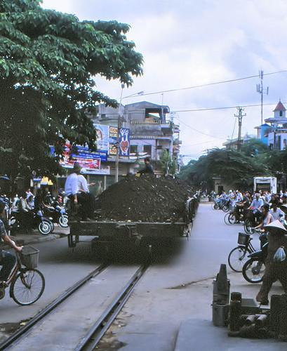 vietnam haiphong harbourtrack ðsvn metergauge goodswagon infra levelcrossing manandrail 2003
