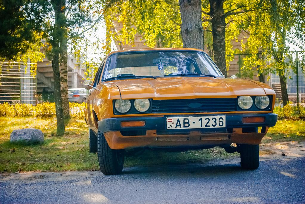 Fine old car!  13:59:52 DSC_7314