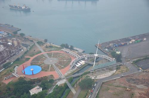 高雄85大樓俯瞰新光碼頭(海洋之星)