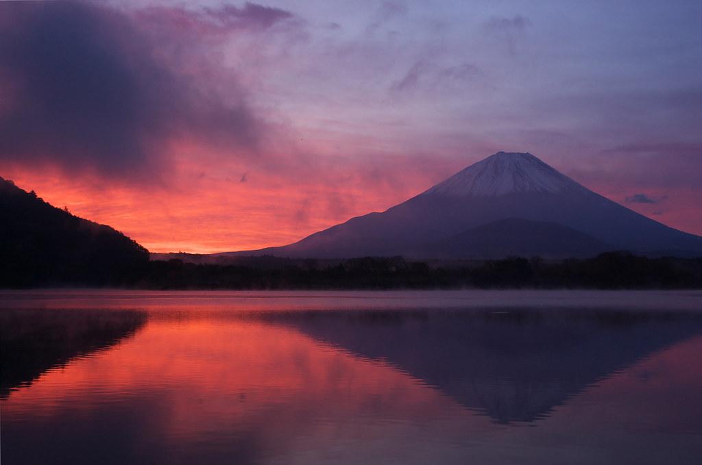 精進湖からの富士山 - Mt.Fuji and Lake Shojiko