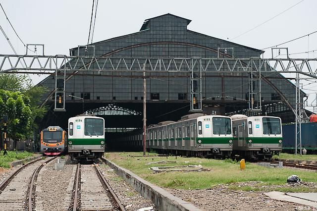 Tokyo Metro Seri6000 dan KFW i-9000 di Stasiun Tanjung Priok