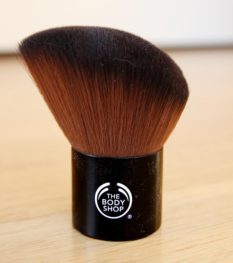 TBS slanted kabuki brush