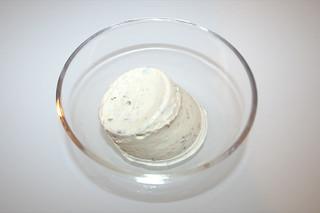 06 - Zutat Creme fraiche mit Kräuter / Ingredient creme fraiche with herbs
