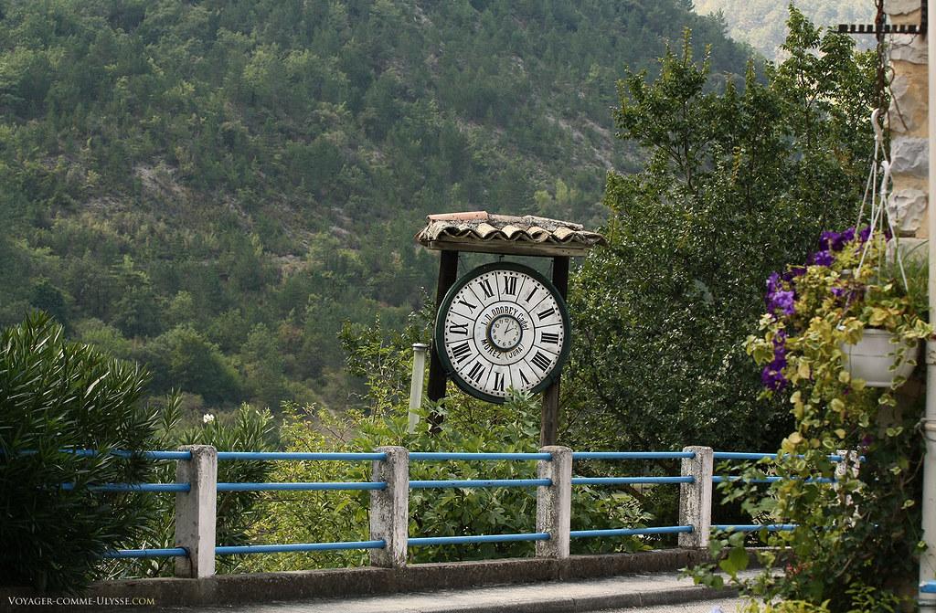 L'horloge à cet endroit, c'était vraiment une bonne idée.
