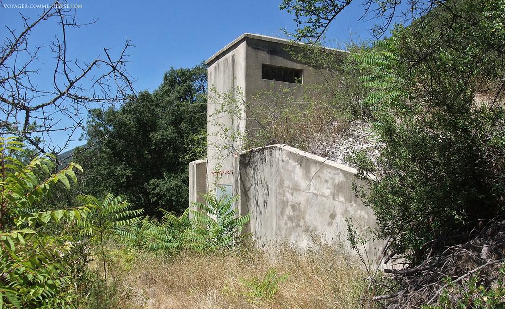 Réservoir d'eau de Saint-Léger, au sommet du village. Il n'est utilisé que par les pompiers.
