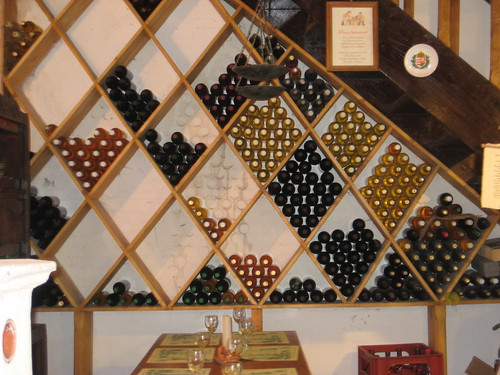 viinit kellarin seinällä