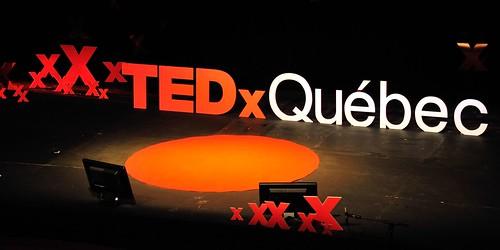 Photographie de la scène de TEDxQuébec 2012