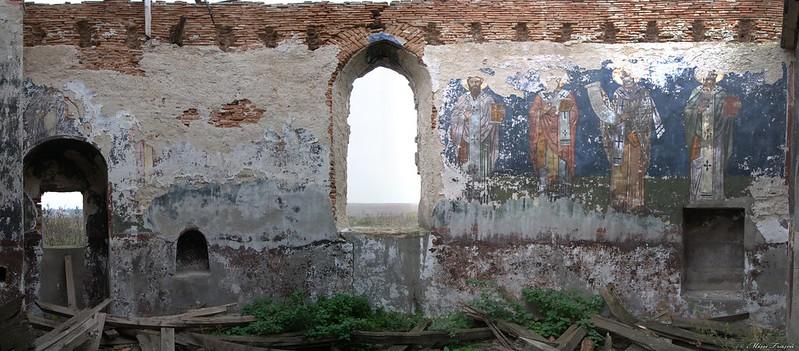 Ruinele Bisericii Măgureni - Altar