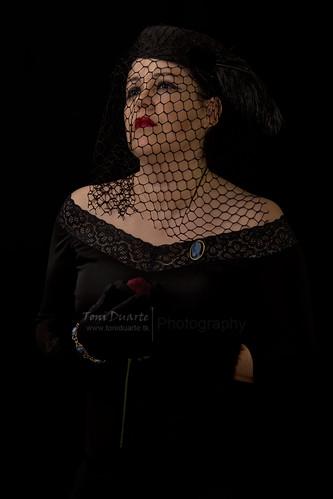 The Widow / La Viuda