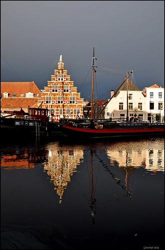 holland netherlands reflections leiden tjalk platbodem flatboats ouderijn oudesingel galgewater stadstimmerwerf museumhaven oudescheepswerf historicalboats flatbottomedboats historiccityview oldcityshipyard