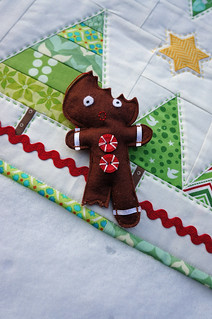 Mod-Xmas-Runner-Ornament2-Sent-2012