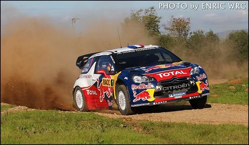 Sebastien Loeb levantando polvo en el shackedown del rally