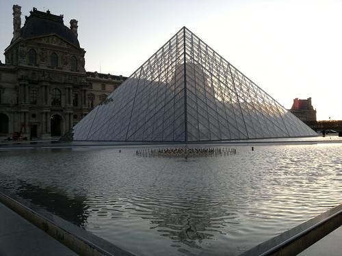 Pirâmide do Louvre