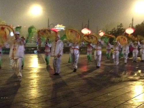 Xi'an - dancers at the city gate