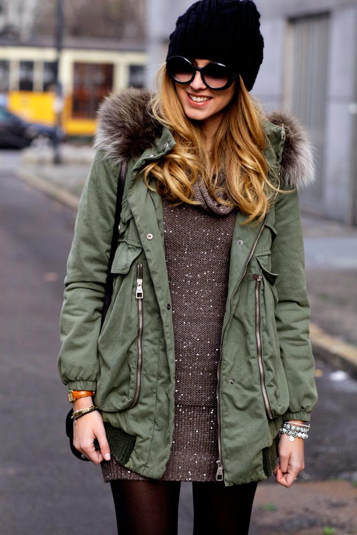 Куртка парка имеет своеобразную форму, длинной ниже колена, широкие рукава, объемные манжеты, шнуровки и резинки на...