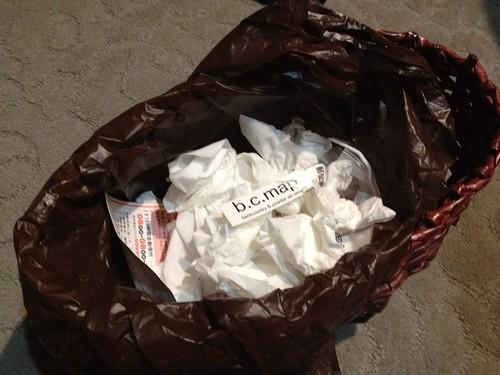 ゴミ箱の中のb.c.mapのステッカー
