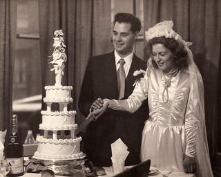 Mum and Dad wedding cake 1949