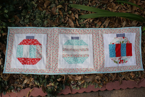 ornamental table runner by www.simplesew.blogspot.com