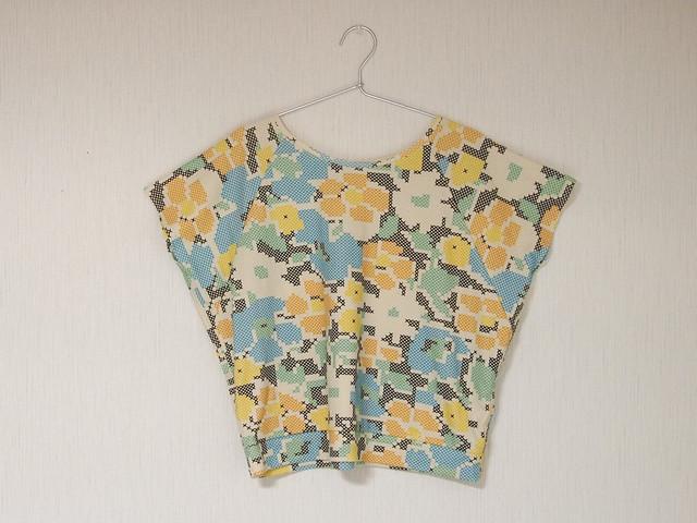 raglan sleeve top - stitched flowers
