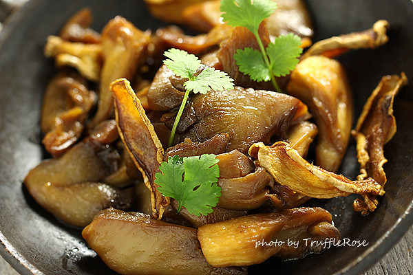 麻油炒秀珍菇。拯救小廚房的烤箱100道-121211