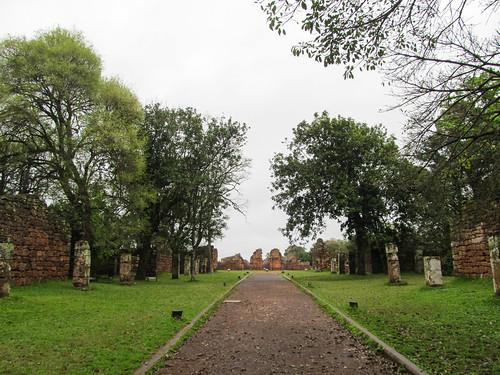 San Ignacio Mini: en chemin vers les ruines de la cathédrale jésuite