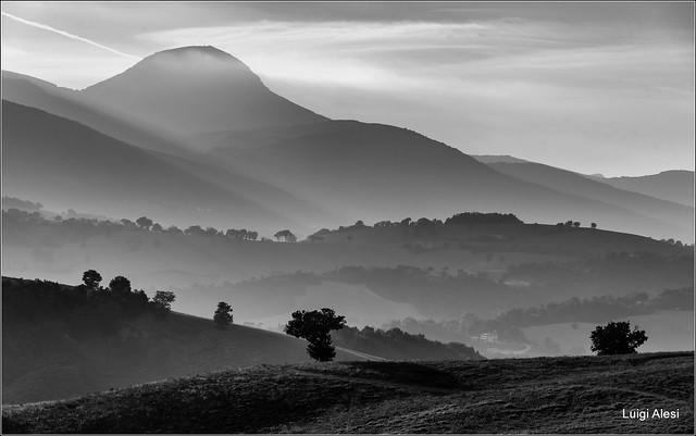 Colline di San Severino Marche e il monte San Vicino