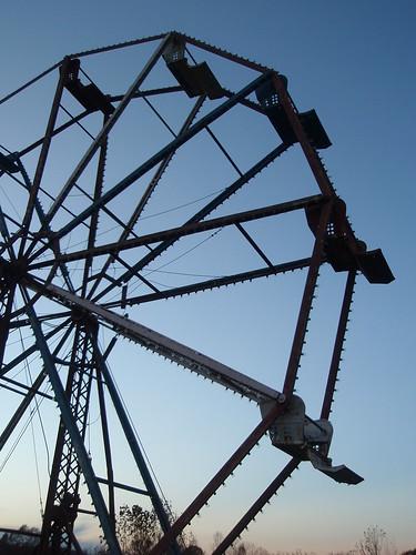 broken ferris wheel (2)