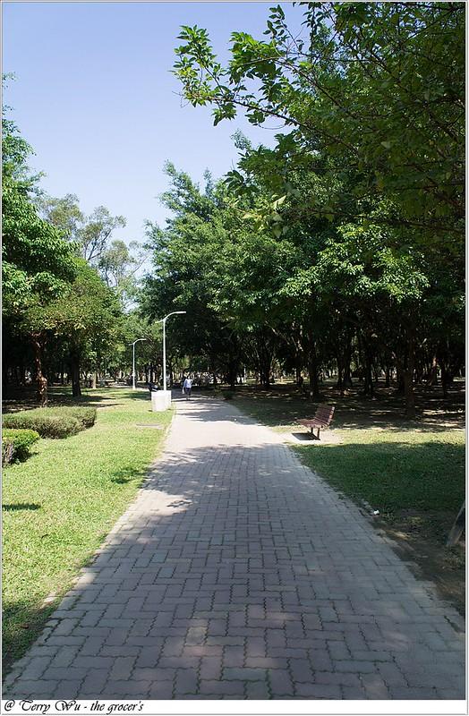 2012-11-10 姐妹會的老人團健行-大安森林公園-16