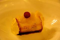 Rulo de manzana asada con crema d leche merengada y granizado de orujo