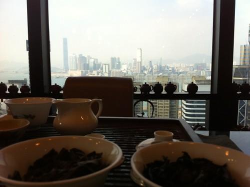 dégustation de vieux Pu Er avec vue sur Kowloon