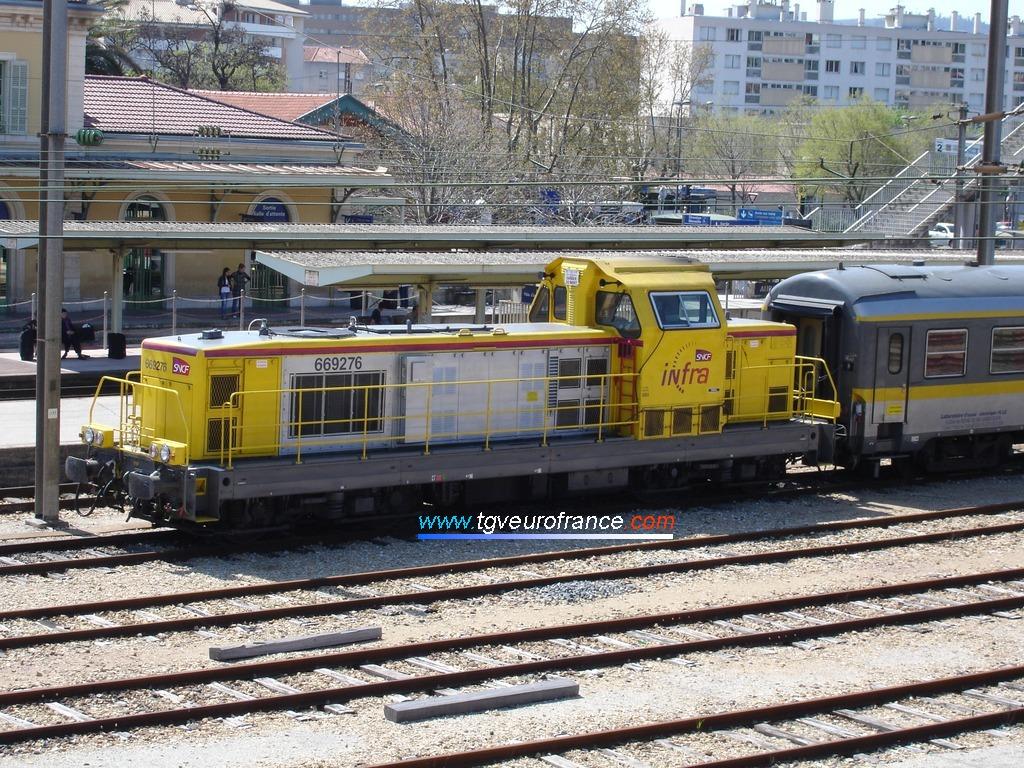 Une locomotive thermique BB 69000 en livrée INFRA SNCF à moteur MTU 12V 4000 R41