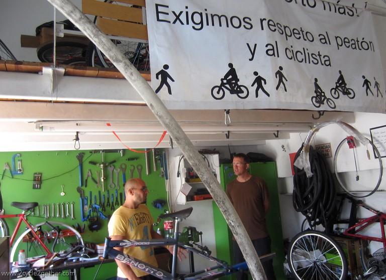 Casa Ciclista shop, Jorge & Kai