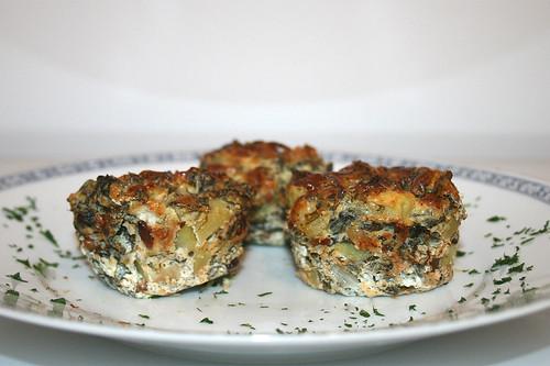 52 - Ricotta-Muffins mit Kartoffeln, Pinienkernen & Pak Choi / Ricotta muffins with potatoes, pine nuts & pak choi - CloseUp
