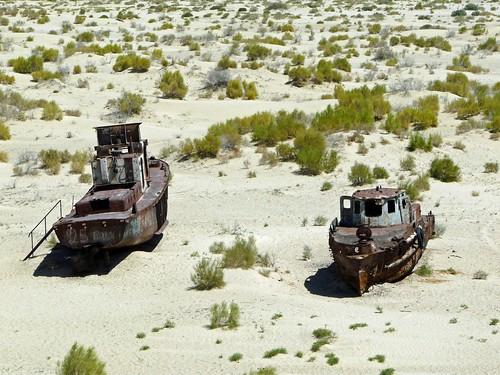 Cementerio de barcos en Moynaq (Mar de Aral, Uzbekistán)
