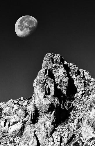 [フリー画像素材] 自然風景, 岩山, 月, モノクロ, 風景 - アメリカ合衆国 ID:201211081800